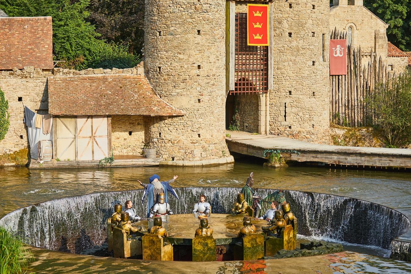 Les Chevaliers De La Table Ronde Puy Du Fou